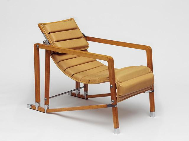 "画像: ARMCHAIR ""FAUTEUIL TRANSATLANTIQUE,"" 1925-30 © EILEEN GRAY/VICTORIA AND ALBERT MUSEUM, LONDON"