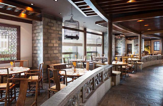 画像: 伝統的な広東料理の「ヘイフンテラス」は異国情緒あふれる蘇州の中国古典庭園をイメージした内装が人気で、ザ・ペニンシュラ東京を代表するレストラン