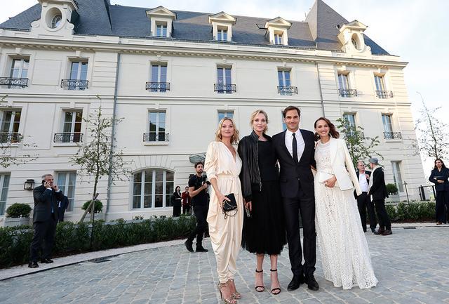 画像: (左から)ファッションアイコンのケイト・モス、ハリウッド女優のユマ・サーマン、テニス選手のロジャ・フェデラー、そしてナタリー・ポートマン。ほかにも世界各国のセレブリティが顔を揃え、セレブレーションに華を添えた