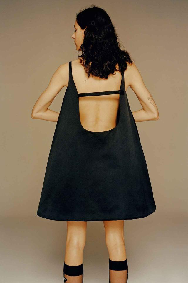 画像: ドレス(参考色)¥266,000、ソックス¥18,000(ともに予定価格) プラダ クライアントサービス (プラダ) フリーダイヤル:0120-451-913