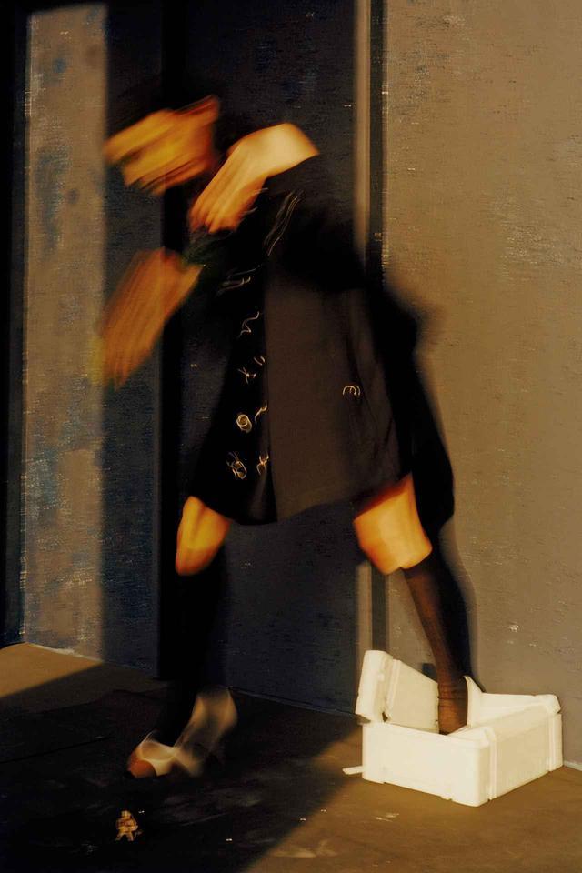 画像: ドレス(参考商品)、靴¥94,000(予定価格) バーバリー・ジャパン(バーバリー) TEL. 0066-33-812819 ソックス/スタイリスト私物