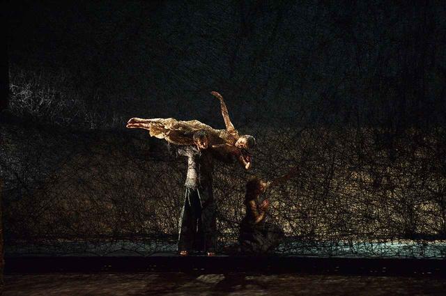 画像: オペラ公演「松風」の舞台美術 モネ王立歌劇場(ブリュッセル) 2011年 PHOTOGRAPH BY SUNHI MANG