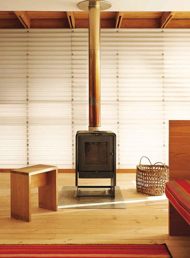 画像: コンセプシオンにある「カーサ・ガリネロ」の室内。故人である建築家のエデュアルド・カスティロの設計