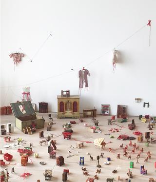 『塩田千春展:魂がふるえる』|森美術館