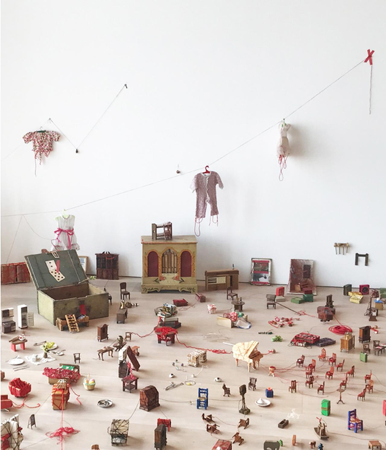 Images : 『塩田千春展:魂がふるえる』|森美術館