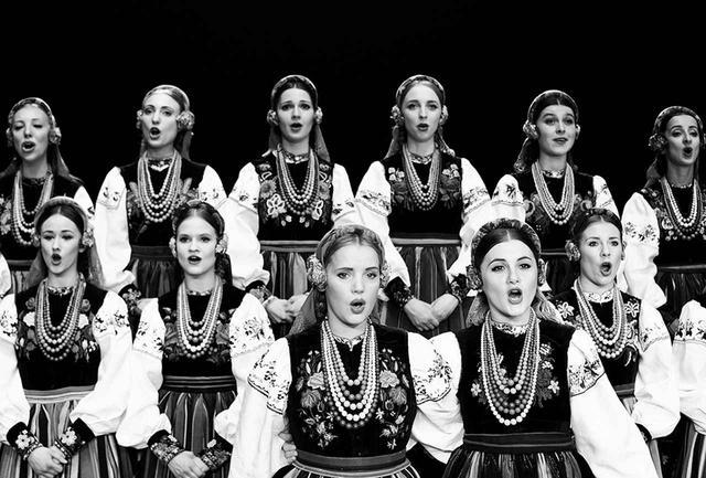 画像: メランコリックで美しい調べをもったポーランドの民族音楽を歌う舞踏団。本作をきっかけに、ポーランドでは民族音楽が再びブームになったという