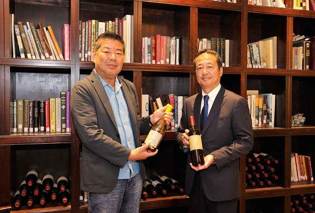 画像: 旅のナビゲーター・柏井 壽氏(左)と、マンズワイン代表取締役社長・島崎 大氏(右)