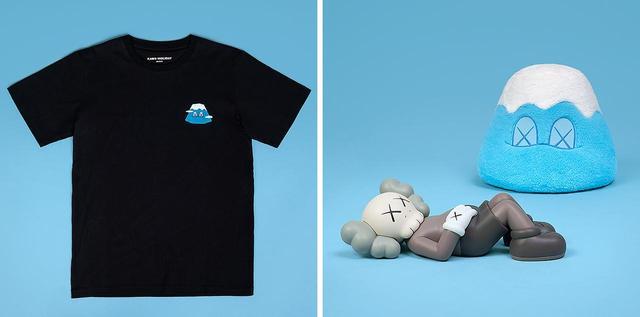 画像: KAWS: HOLIDAY 日本限定コレクション。 (左から) Tシャツ ¥5,500、 ビニールフィギュア ¥21,700、 富士山 ぬいぐるみ ¥19,600 オンラインショップ「DING DONG Takuhaibin」 で、7月18日(木)AM10:00より販売開始 PHOTOGRAPHS: COURTESY OF ALLRIGHTSRESERVED