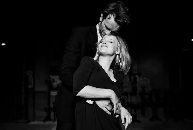 画像: 運命の出会いを果たしながらも、時代に翻弄される恋人たち。劇的でメランコリックな物語が艶のあるモノクロの映像と相まって、観客を酔わせる PHOTOGRAPHS: © OPUS FILM SP. Z Ö.O. / APOCALYPSO PICTURES COLD WAR LIMITED / MK PRODUCTIONS / ARTE FRANCE CINÉMA / THE BRITISH FILM INSTITUTE / CHANNEL FOUR TELEVISON CORPORATION / CANAL+ POLAND / EC1 ŁÓDZ / MAZOWIECKI INSTYTUT KULTURY / INSTYTUCJA FILMOWA SILESIA FILM / KINO ŚWIAT / WOJEWÓDZKI DOM KULTURY W RZESZOWIE