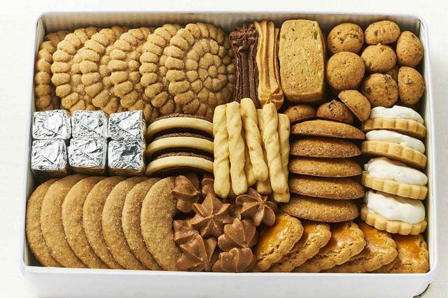 画像: 「缶入りクッキー」2号缶(12種類入り)¥3,500 <H24×W17×D4.5cm> ※8月は製造・販売はお休み。また手作りのため、お届けまでに日数がかかることがあります