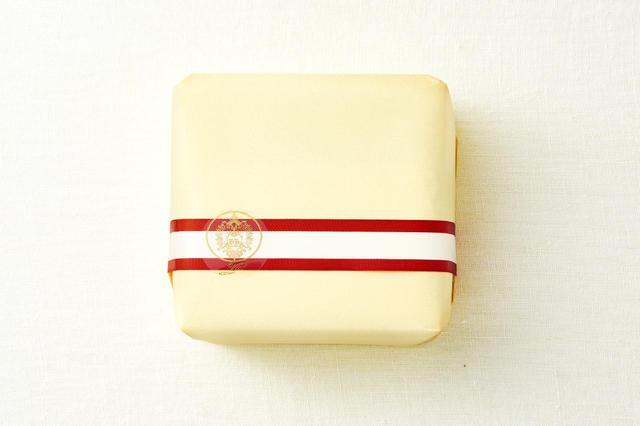 画像: オーセンティックかつ華やかさを感じさせる包装。目上の方に差し上げたり、ビジネスシーンにも重宝