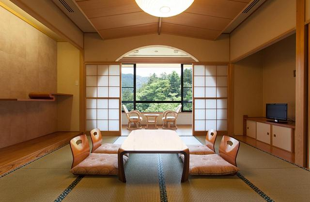 画像: 「清流眺望の和室」 人気の高い和室、清流眺望の和室。外には清流が流れる