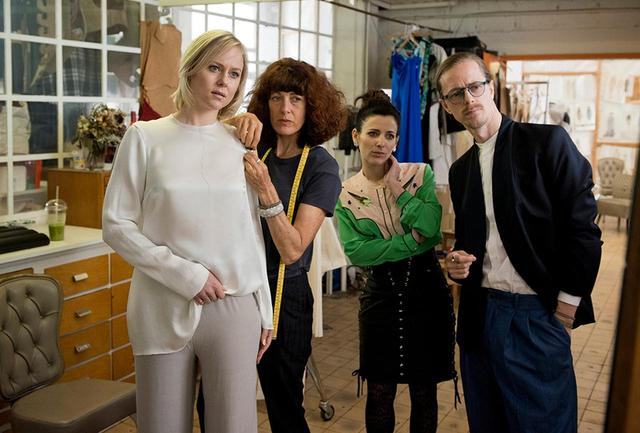 画像: モデル兼ファッション・デザイナーとしてのデビューを計画中のジェイド。仕事は順調だったが、ある日突然、スポンサーである夫から離婚を突きつけられる