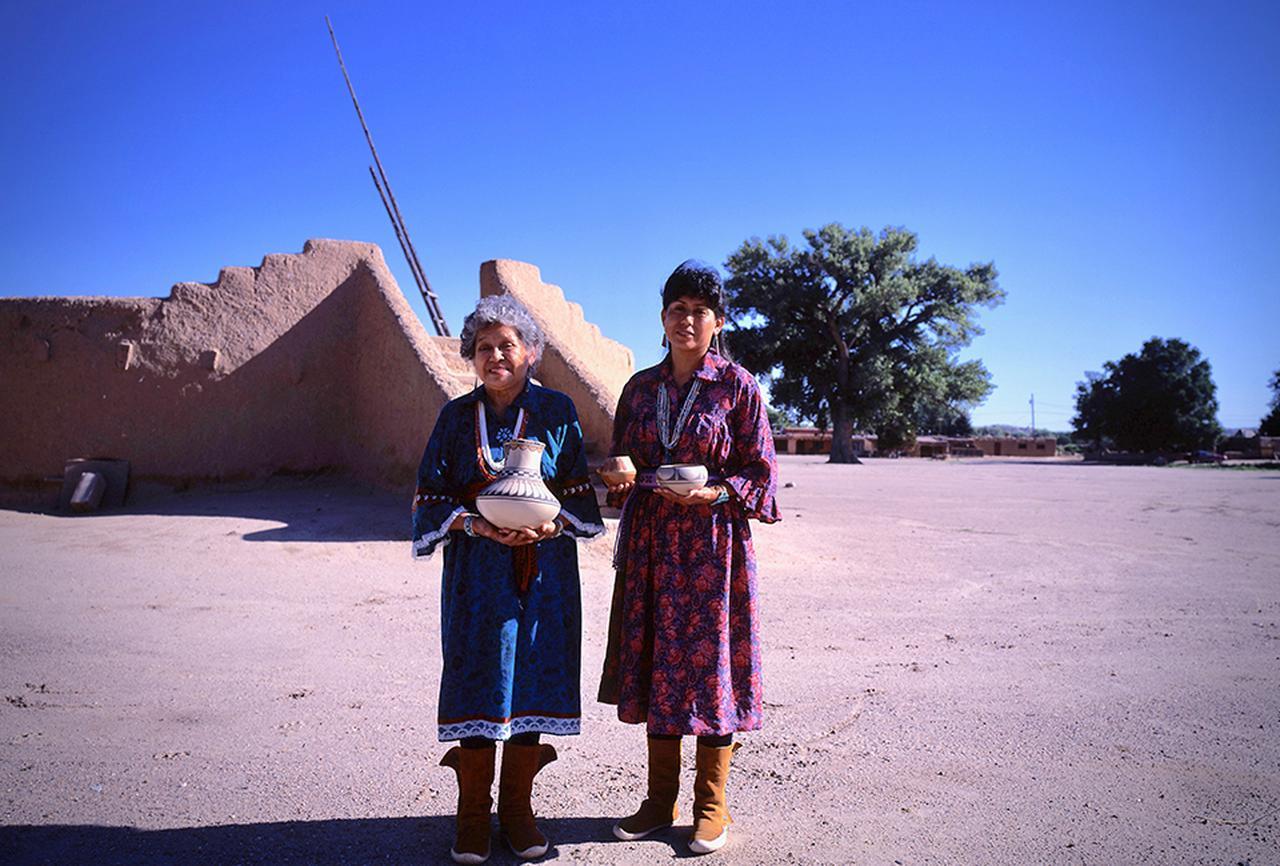 Images : 1番目の画像 - 「私的な旅遺産<Vol.7> プエブロ・インディアンの村 〜マザーアースの土器」のアルバム - T JAPAN:The New York Times Style Magazine 公式サイト