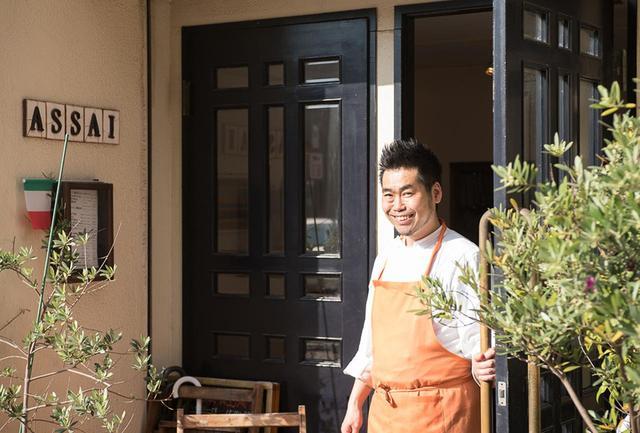 画像: オーナーシェフの星 誠さん。9年間のイタリア・スペインの修業では、「ダル・ペスカトーレ」などの三ツ星レストランも経験。店は松濤の住宅街への入り口にあり、周囲も落ち着いた雰囲気