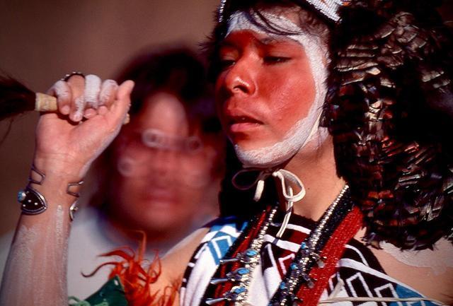 画像: 彼らの祖先は遠くアジアから渡ってきた。祭りの踊りにはまだシャーマニズムの色も残る