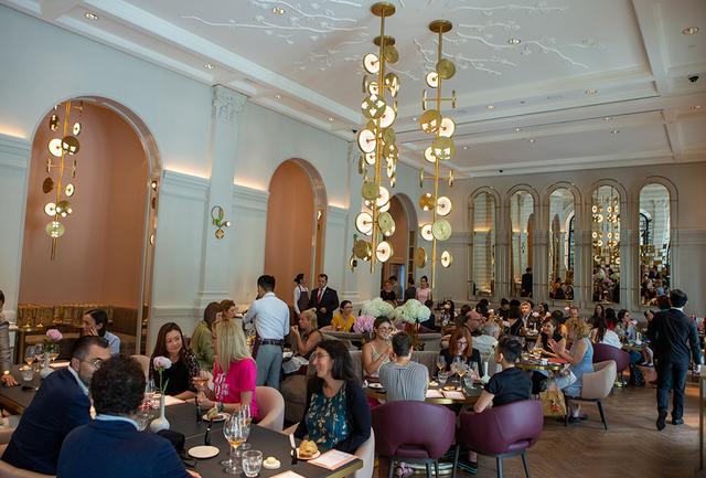 画像: アワードセレモニー当日の昼間には、名門ホテルのラッフルズに誕生したばかりで、フランスの女性シェフであるアンソフィー・ピックの「La Dame de Pic」のアジア初となるレストランで、各国の女性リーディングシェフらを囲んでのエクスクルーシブな女性メディア限定のランチも開催