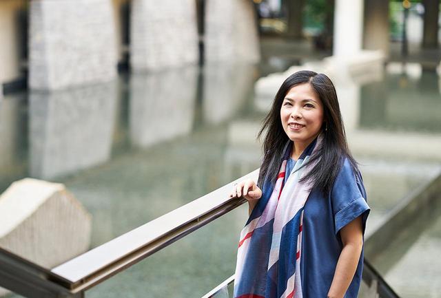 画像: 中村恵理(ERI NAKAMURA) 大阪音楽大学・同大学院修了。新国立劇場オペラ研修所を経て、2008年に英国ロイヤル・オペラハウスでデビューを飾る。翌年、同劇場の『カプレーティ家とモンテッキ家』にアンナ・ネトレプコの代役として出演し、一躍脚光を浴びる。2010~2016年、バイエルン国立歌劇場のソリストとして専属契約。新国立劇場には『こうもり』『イドメネオ』『フィガロの結婚』など多数出演。2016年にフリーランスとなり、活躍の場を広げる。2020年にはフィラデルフィア・オペラで『蝶々夫人』のタイトルロール・デビューを飾る