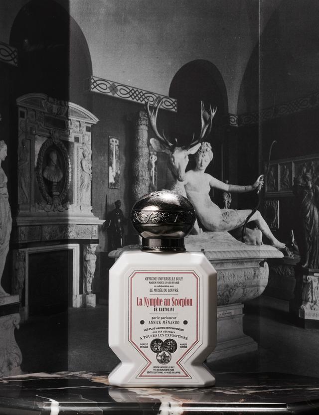 画像: オー・トリプル「La Nymphe au Scorpion ニンフとさそり」 <75ml>150ユーロ 調香師アニック・メナルドは、19世紀のネオクラシック彫刻に見る白く滑らかな肌とサソリの毒を、フレッシュでありながらややクセのある香りに置き換えた