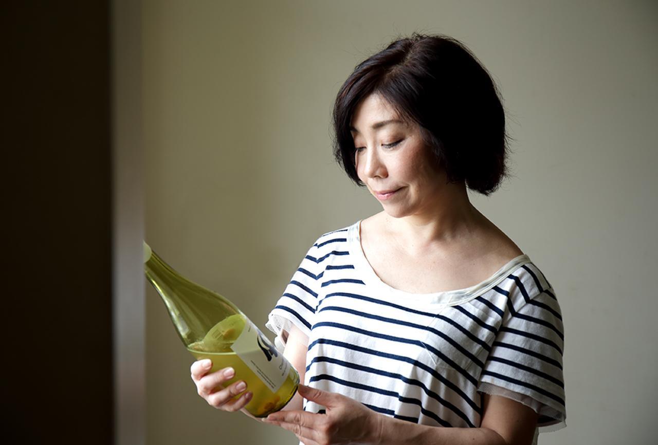 """Images : 2番目の画像 - 「平野由希子の 日本ワインと料理の幸福な食卓 """"ドメーヌ・テッタのシャルドネと ぶどうとセロリのピクルス""""」のアルバム - T JAPAN:The New York Times Style Magazine 公式サイト"""