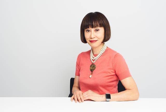 画像: RUMIKO Amplitude クリエイティブ ディレクター/メイクアップアーティスト。1980年、NYに拠点を移し、その後メイクアップアーティストとして活動開始。世界各国のハイエンドな雑誌や広告で活躍後、日本でも広く知られる存在に。可愛い、きれいといった表面的な美しさから卒業し、美の本質を捉える、社会性を備えた大人の女性のためのメイクアップブランド「Amplitude/アンプリチュード」は昨年9月にデビュー