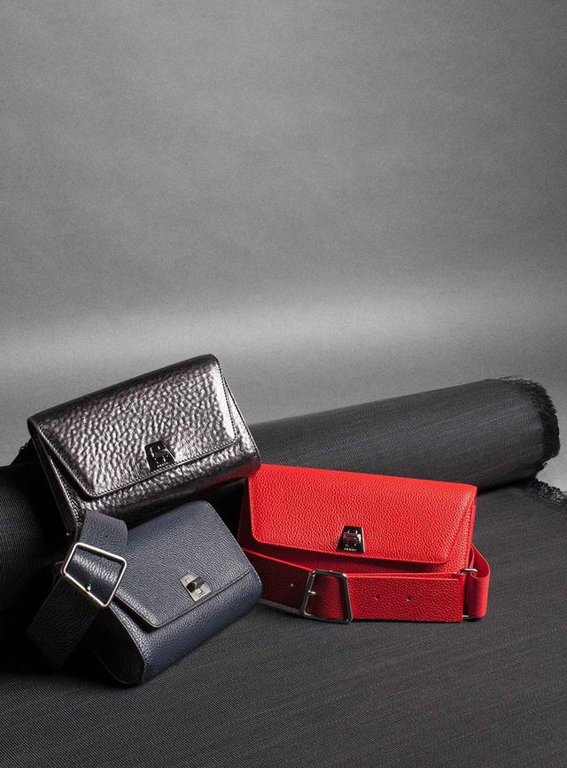 画像: 「アヌーク ベルトバッグ」<GINZA SIX先行発売> (ブラックメタリック・レッド・ネイビー)各<W19×H10×D3.5cm>¥109,000