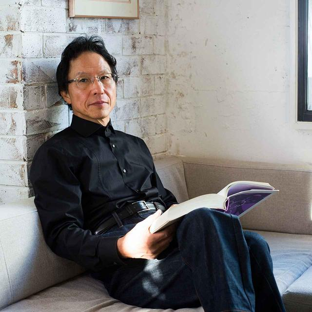 画像: 姜 尚中(SANJUN KAN) 1950年熊本県生まれ。政治学・政治思想史を専門とする政治学者。東京大学名誉教授であり、長崎県鎮西学院学院長や熊本県立芸術館長も務める。累計100万部を突破した「悩む力」(集英社新書)のほか、著書・共著も多く、近著には「母の教え 10年後の『悩む力』」(集英社新書)がある PHOTOGRAPH BY SHIN WATANABE