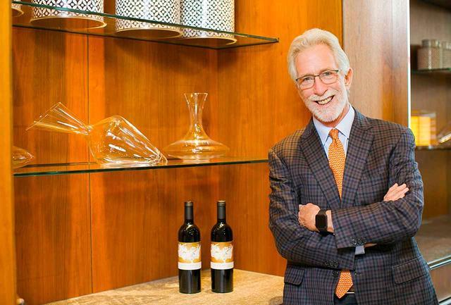 画像: ティム・モンダヴィ(TIM MONDAVI) 『コンティニュアム・エステート』オーナー&醸造責任者。ロバート・モンダヴィの二男として生まれる。カリフォルニア州立大学UCデイビス校で醸造を学び、ワイナリーに参画。「オーパス・ワン」「ルーチェ」などの世界的に有名なワインを次々と生み出す
