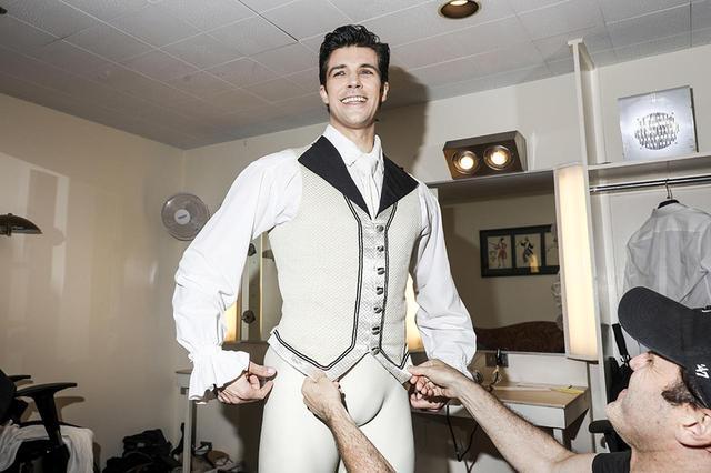 画像: 2009年よりアメリカン・バレエ・シアターのプリンシパルダンサーを務めた、バレエ界のイタリア人スター、ロベルト・ボッレ。ケネス・マクミラン振付の『マノン』が、カンパニーでの退団公演となった
