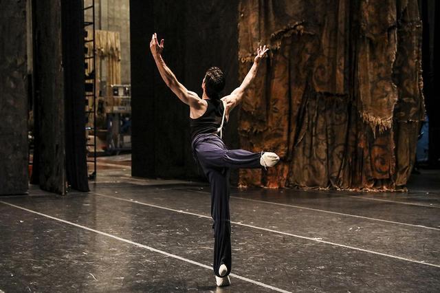 画像2: アメリカン・バレエ・シアターを 去ったロベルト・ボッレ。 だがダンスにさよならは言わない