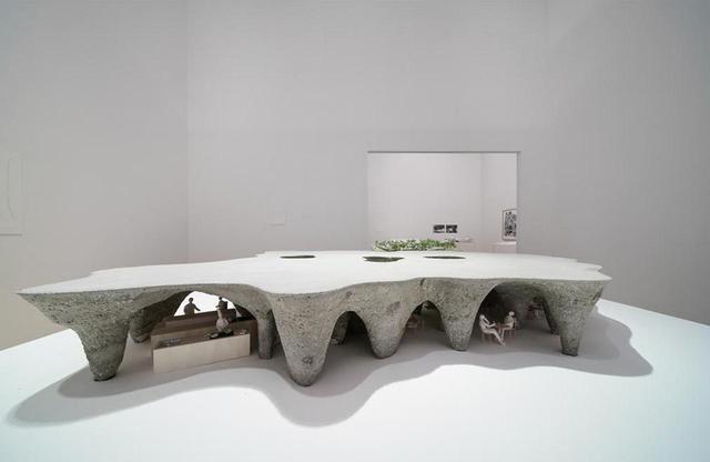 画像: 山口県宇部市に建設中の住宅兼レストラン「house & restaurant」の模型。地面を掘り、コンクリートを流し込むことで、洞窟のような空間を作っている ©️ CARTIER