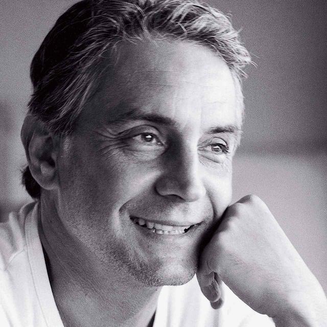 画像: HERVÉ CHANDÈS(エルベ・シャンデス) カルティエ現代美術財団ゼネラル・ディレクター。1985年にカルティエ現代美術財団に入社し、90年より財団の海外進出や活動を推進する役割を担う。92年よりディレクター兼キュレーターに就任 © RAYMOND DEPARDON