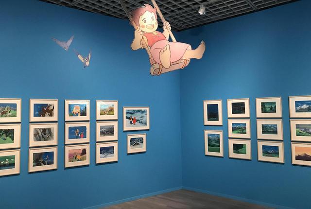画像: 『アルプスの少女ハイジ』の展示スペースでは、美術監督・井岡雅宏による背景美術も並ぶ PHOTOGRAPH BY MASANOBU MATSUMOTO