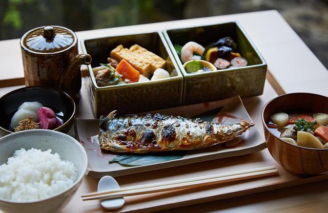 画像: 朝食の一例、正しい和食。朝食は和食膳が人気で、魚はその日の仕入れによって変わる PHOTOGRAPHS: COURTESY OF ONSEN RYOKAN YUEN SHINJUKU