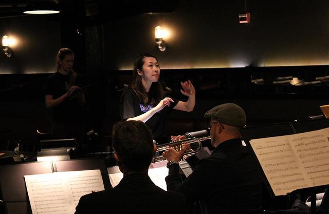 画像: 自身のジャズ室内楽団「m_unit」を指揮する挾間さん COURTESY OF MIHO HAZAMA