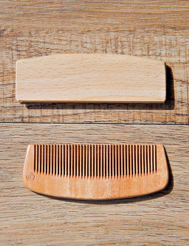 画像: 古畑さんがヴィクトワールにプレゼントした櫛。ビュリーでも同じものを扱う