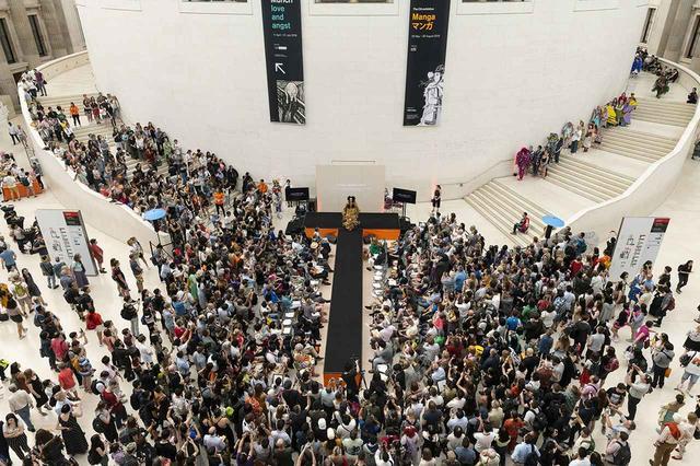 画像: 大勢の人で賑わった大英博物館の会場。観客は日英両国の学生たちを大きな拍手で称賛した ⒸBRITISH MUSEUM 2019