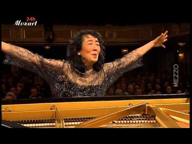 画像: Mozart: Concerto for piano and Orchestra (d-minor) K.466, Uchida youtu.be