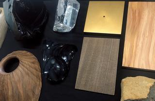展示で用いられるトルソーと台のサンプル