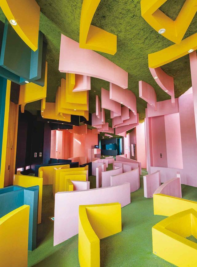 画像: 岐阜県養老町にある約18,000m²のテーマパークにある≪養老天命反転地オフィス≫の内装