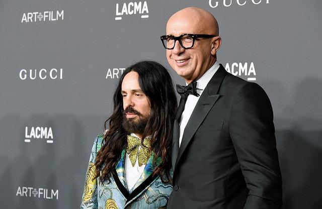 画像: ビッザーリ自身が抜擢したグッチのクリエイティブ・ディレクター、アレッサンドロ・ミケーレ(左)とともにCOURTESY OF GETTY IMAGES FOR GUCCI