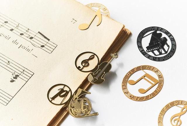 画像: 「プチクリ楽器」(音符、ト音記号、ピアノ)<10個入り> ¥380 「music marker」(バイオリン、ホルン)<5個入り>¥500 ※編集部調べ