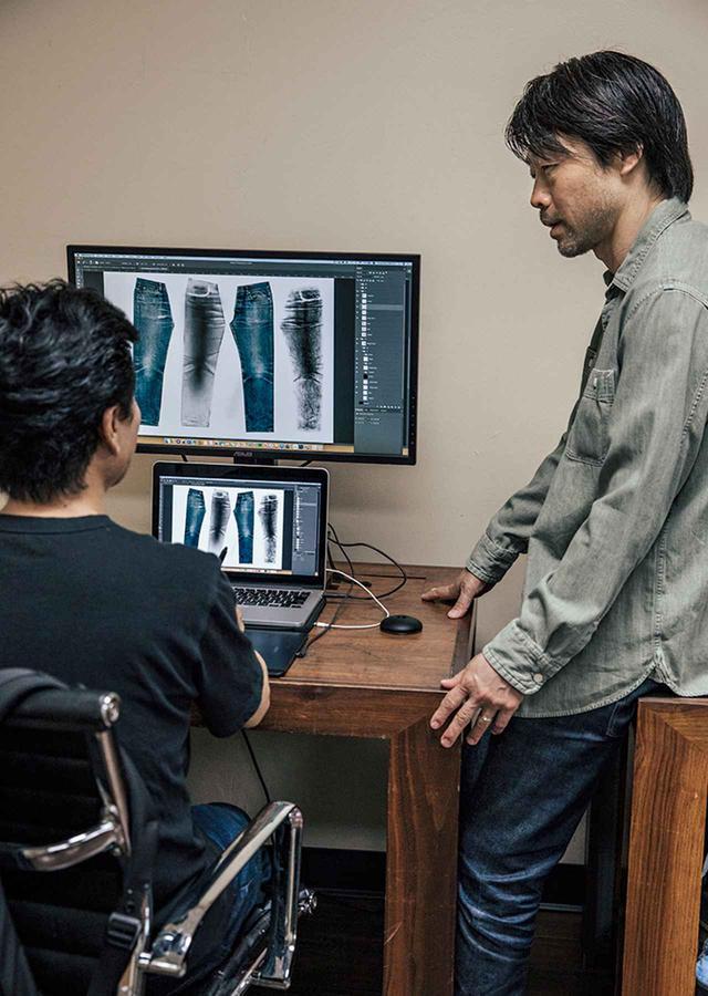 画像: ヴィンテージ風のデザインは、ジーンズのすべてを知り尽くしたスペシャリストがPC上でデザインし、レーザー加工で忠実に再現される
