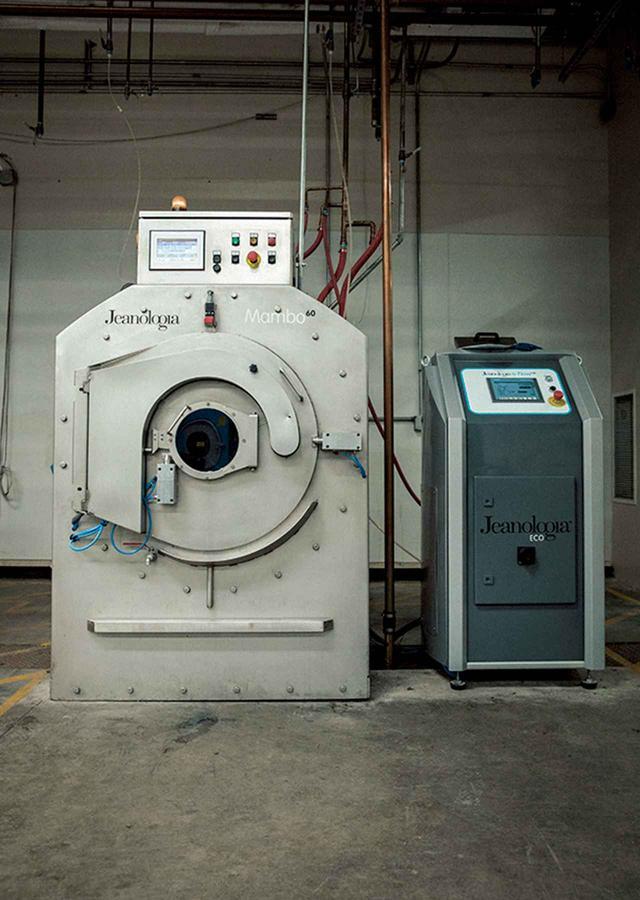 画像: マシンメーカーとの協業などで開発に成功したナノバブルのマシン。ここからさらにブラッシュアップをし、さらなる水の削減を目指しているという