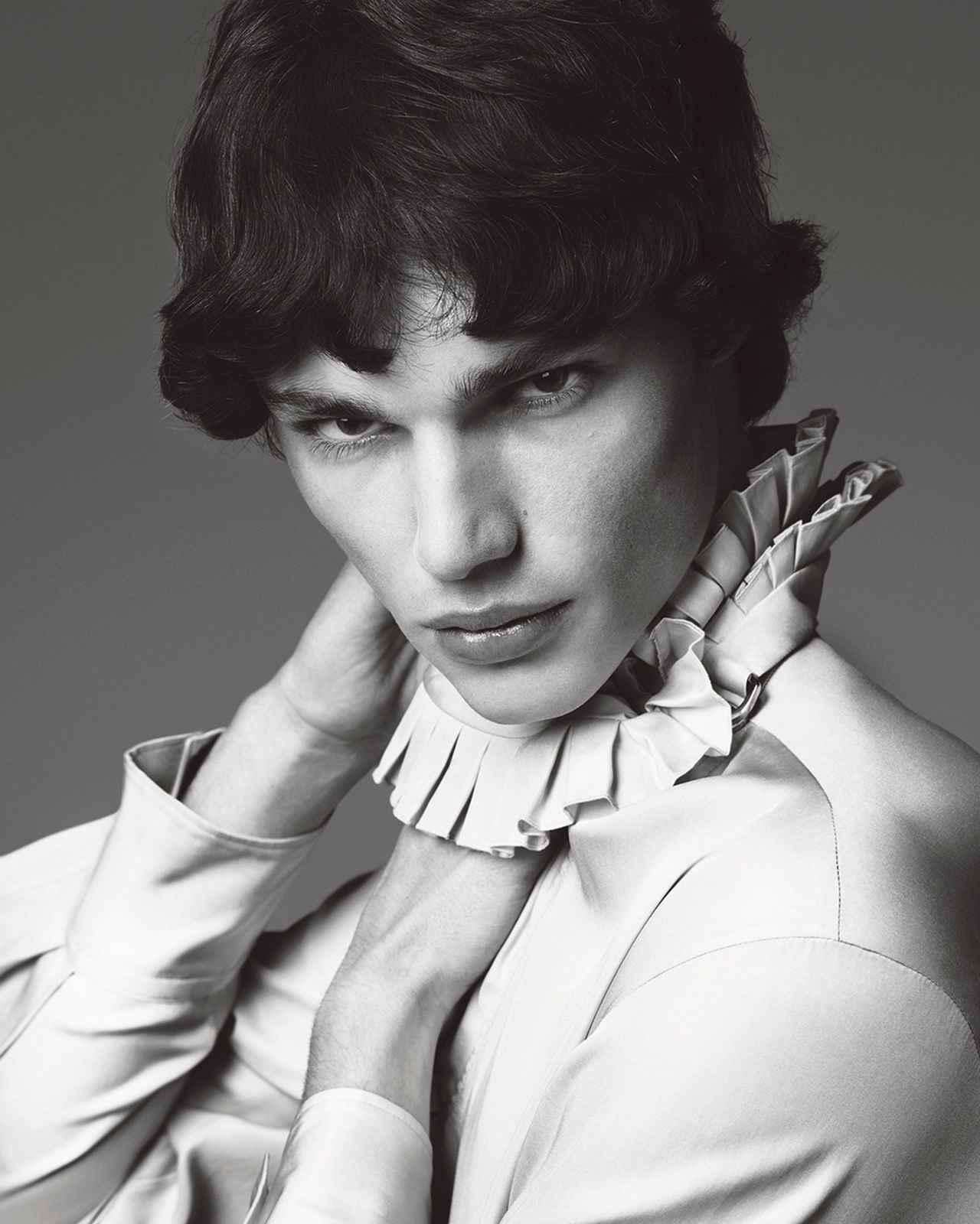 Images : 8番目の画像 - 「「シャツ」が誘う ジェンダーの枠をはずした 自由な精神の輝く新世界」のアルバム - T JAPAN:The New York Times Style Magazine 公式サイト