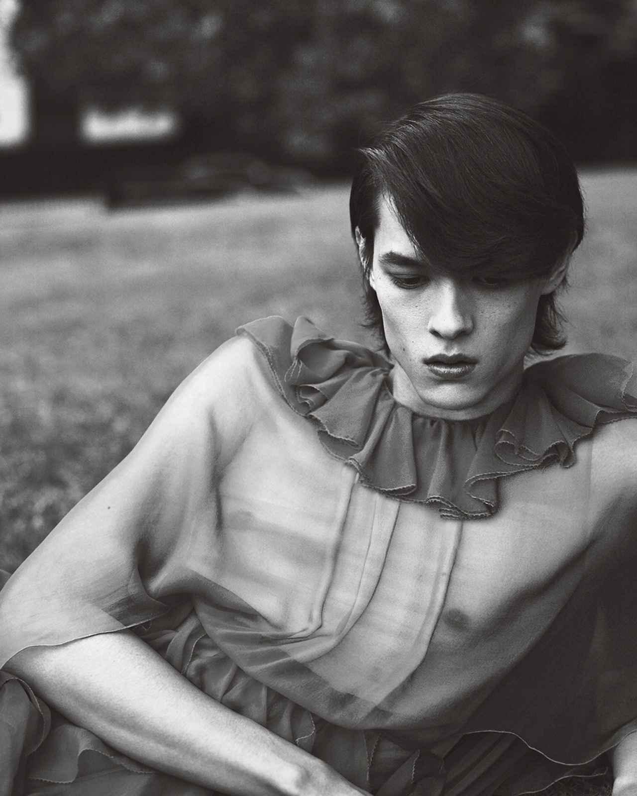 Images : 5番目の画像 - 「「シャツ」が誘う ジェンダーの枠をはずした 自由な精神の輝く新世界」のアルバム - T JAPAN:The New York Times Style Magazine 公式サイト