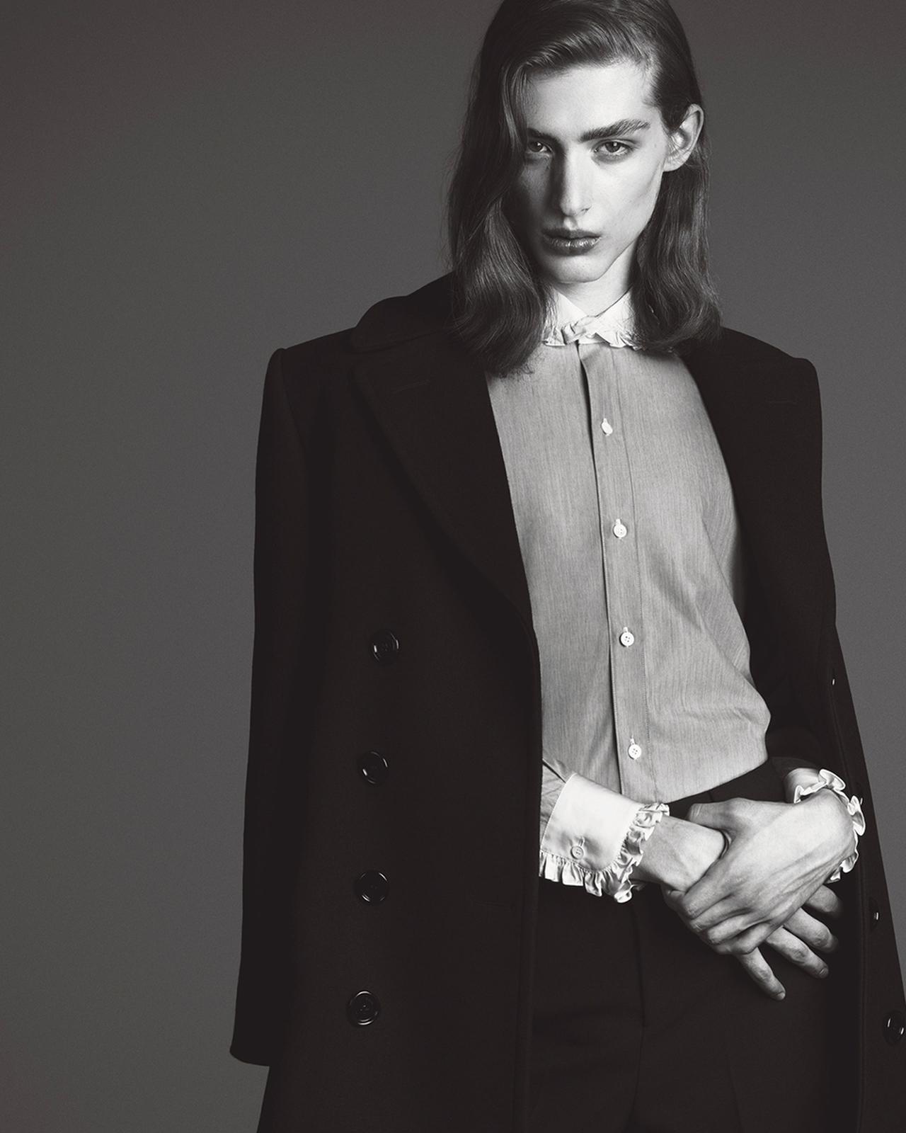 Images : 2番目の画像 - 「「シャツ」が誘う ジェンダーの枠をはずした 自由な精神の輝く新世界」のアルバム - T JAPAN:The New York Times Style Magazine 公式サイト