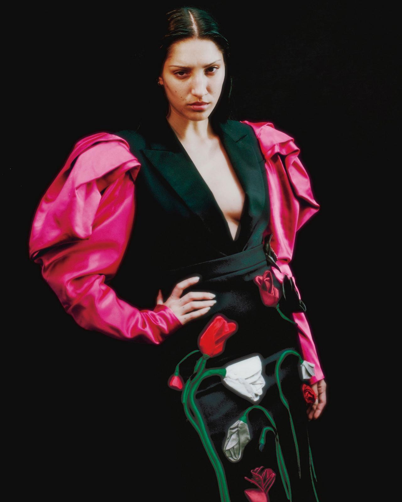 Images : 2番目の画像 - 「花柄とレザーで誘う 秋のダーク・ロマンス」のアルバム - T JAPAN:The New York Times Style Magazine 公式サイト