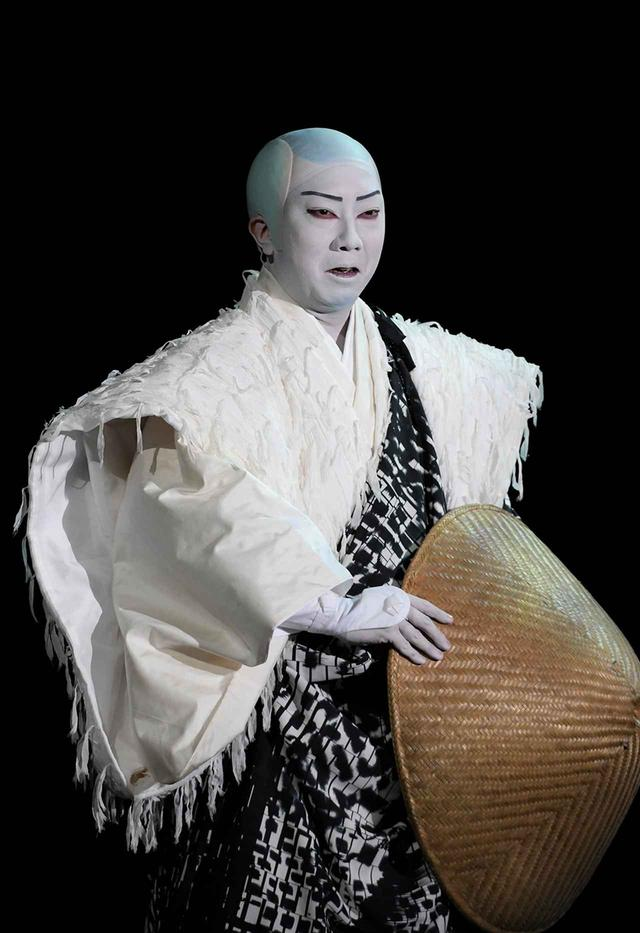 画像: 仏の道を説く遊行上人(猿之助)にも迷いがある © SHOCHIKU