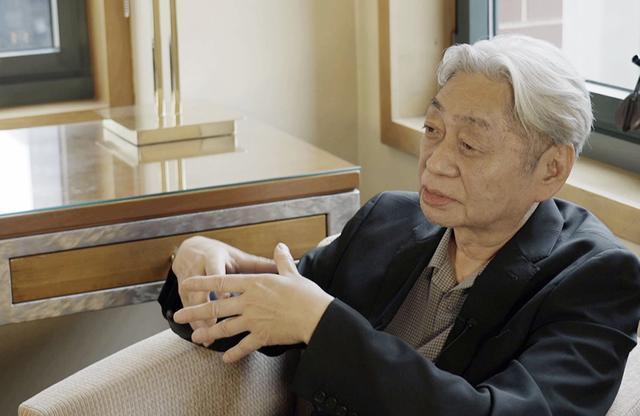 画像: 細野晴臣(HARUOMI HOSONO) 1947年東京生まれ。音楽家。1969年「エイプリル・フール」でデビュー。1970年「はっぴいえんど」結成。73年ソロ活動を開始、同時に「ティン・パン・アレー」としても活動。78年「イエロー・マジック・オーケストラ(YMO)」を結成、プロデューサー、レーベル主宰者としても活動。YMO散開後は作曲・プロデュース、映画音楽など多岐にわたり活動。2019年デビュー50周年を迎え、3月ファーストソロアルバム「HOSONO HOUSE」を新構築した「HOCHONO HOUSE」をリリースし、6月アメリカ公演、現在、東京・六本木ヒルズ東京シティビューにて展覧会「細野観光1969-2019」開催中(~11月4日) © 2019「NO SMOKING」FILM PARTNERS